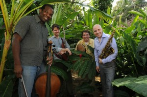 Rulon Brown and band, Photo by Oscar Navarrete Aguilar for La Prensia newspaper