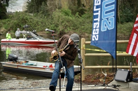 Rulon playing music from Ripple at the 2014 Kenmore Hydro Cup